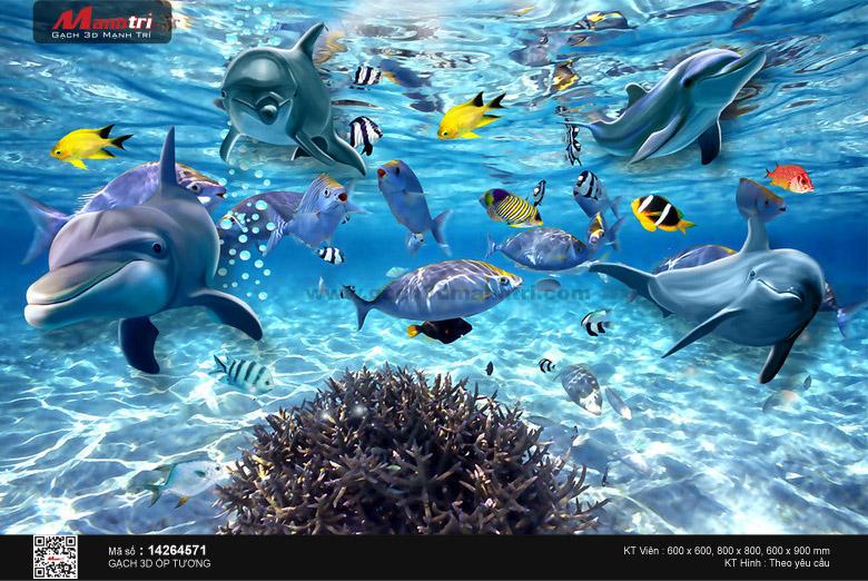 Đàn cá biển trong dòng nước xanh
