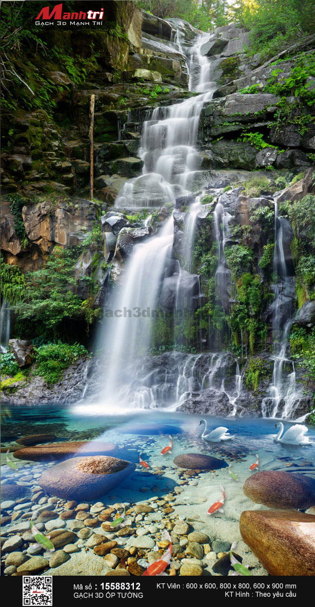 Suối trong vắt dưới chân thác
