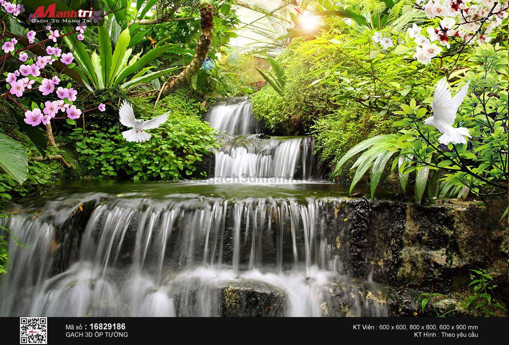 Suối thác len lỏi dưới những cành hoa