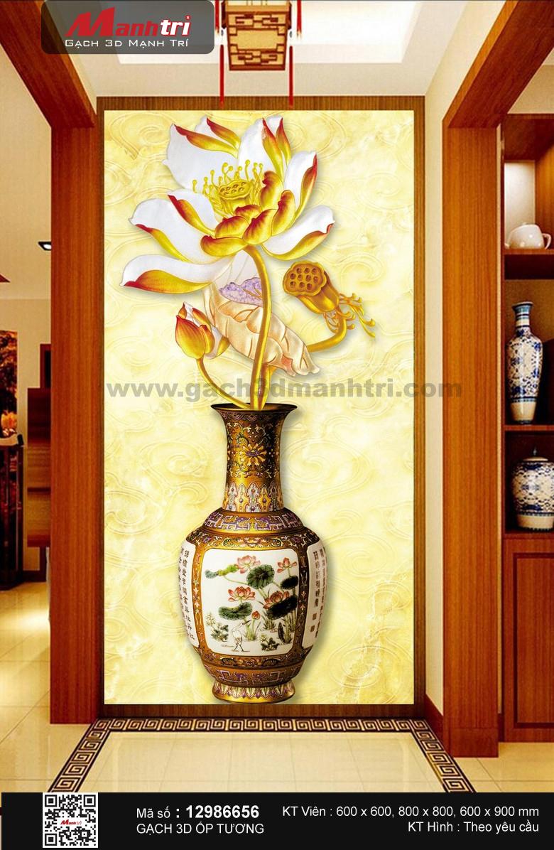 Bình hoa sen vàng rực rỡ